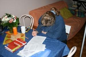 Tabea beim Lernen