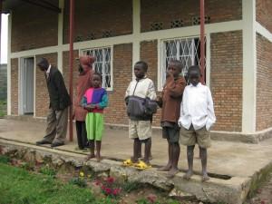Die BAHO Gemeinde beim Warten